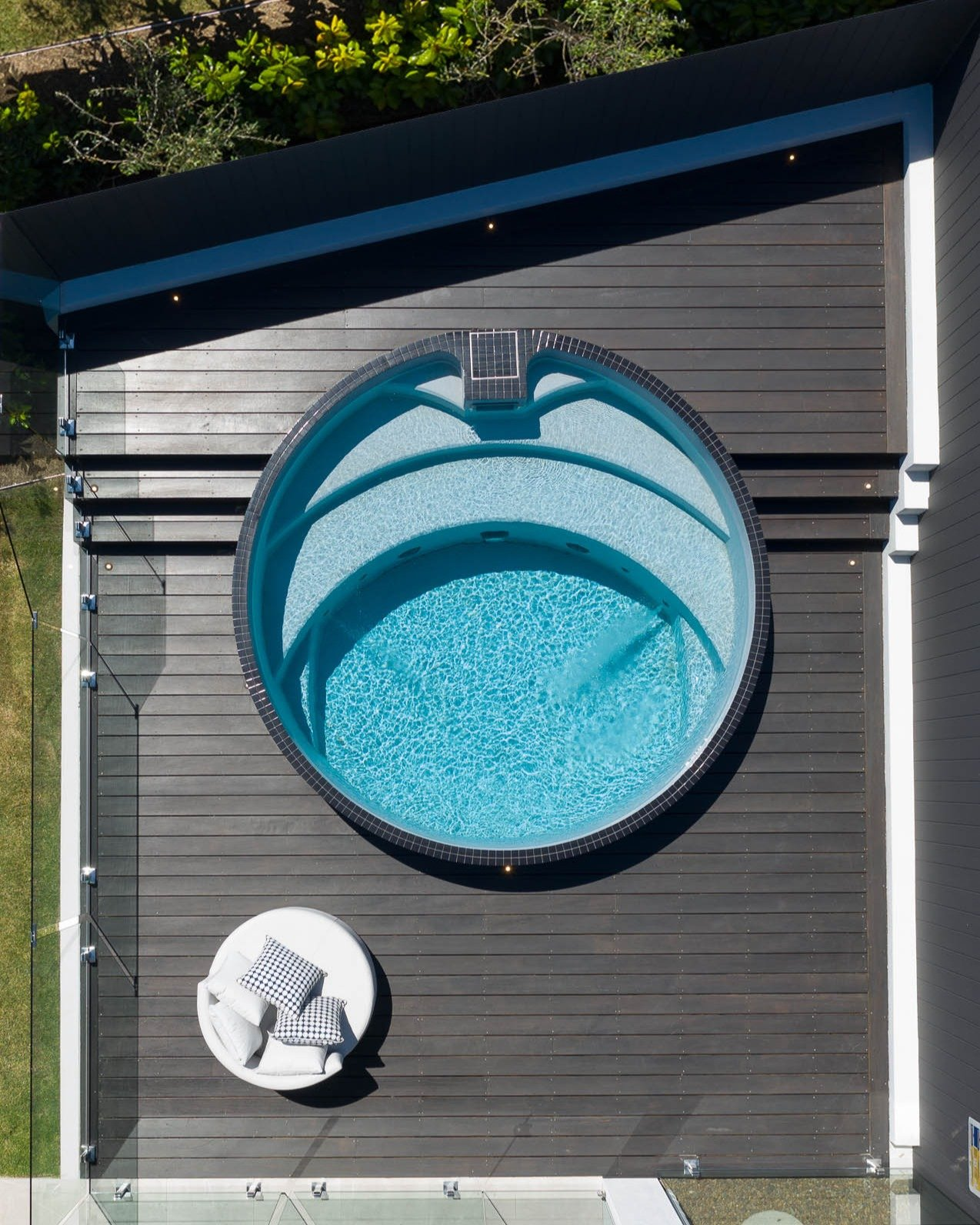 Plungie Arena 3-5m round plunge pool in Blue Lagoon